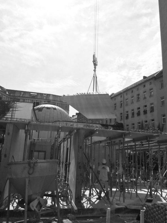 Tragwerk aus Stahlbeton-Halbfertigteile